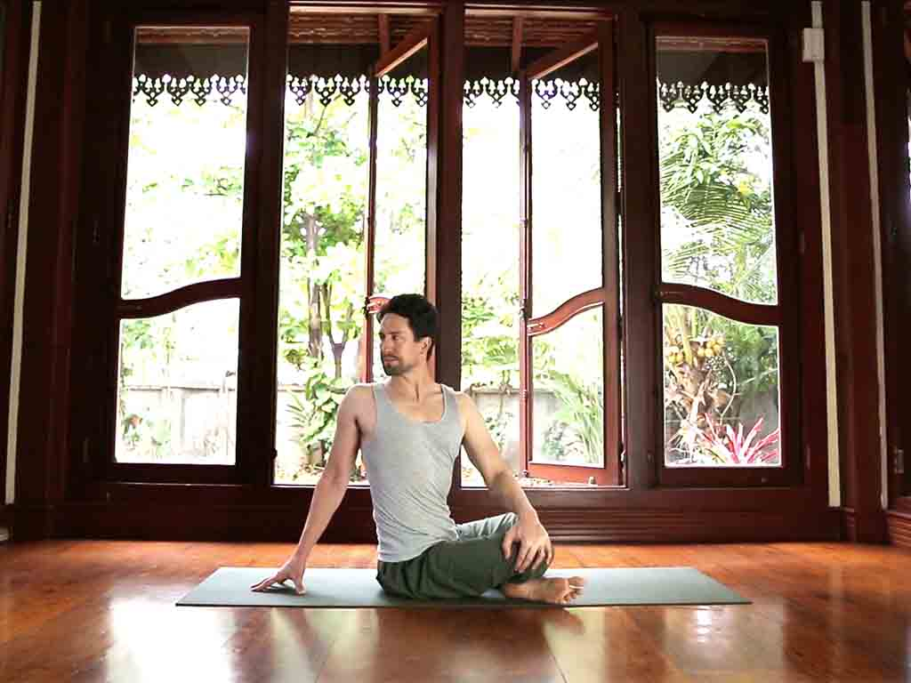 Seated| Spine Flow Yoga 1